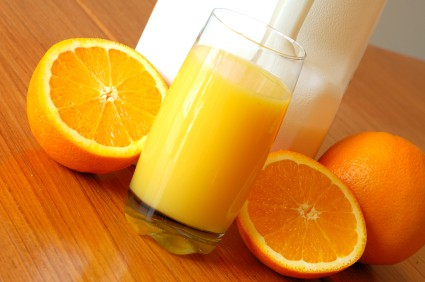 Can vitamin C foods slow down cataracts?